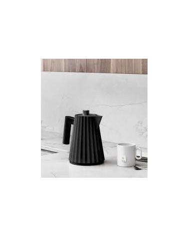 Black electric kettle Plissé - Alessi - Inspirations d'Intérieurs